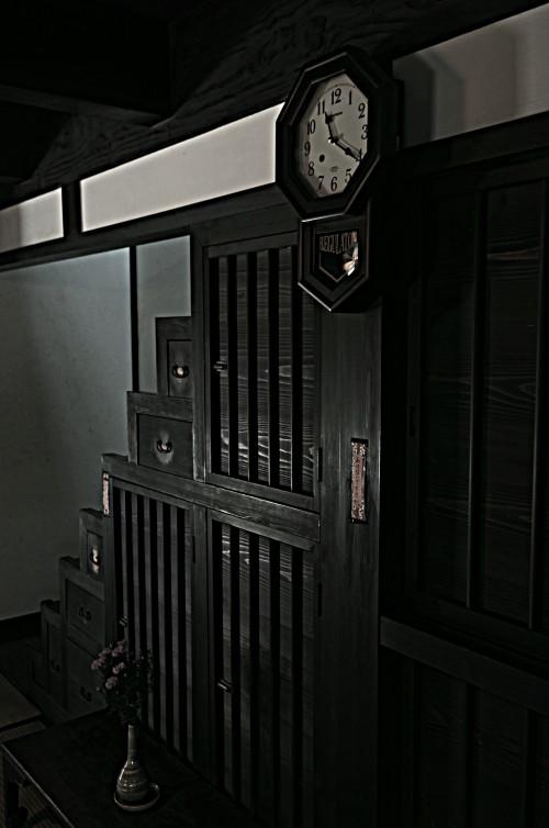 格子の家 時計