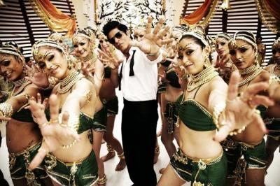 o31n7ixcet9x6upn_D_0_Shahrukh-Khan-Ra-One-Chamak-Challo-Song-Photo_convert_20140102164251.jpg