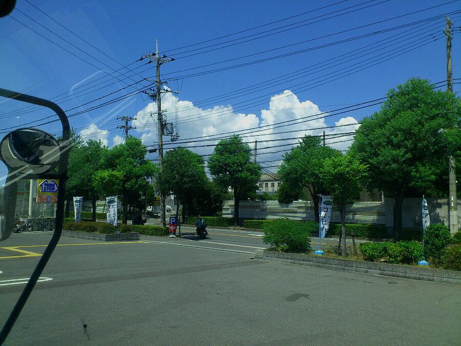 休憩時に目に入った空@尼崎市内某コンビニ駐車場