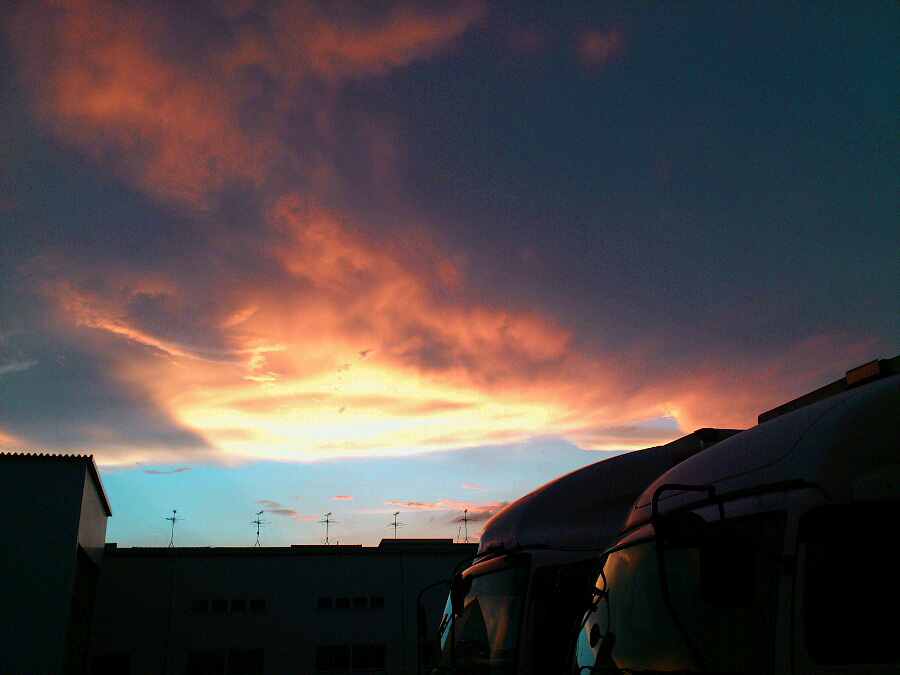 仕事終わりに見た夕空@会社車庫