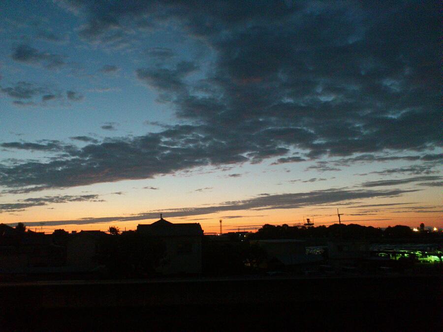 今日の日の出前の空