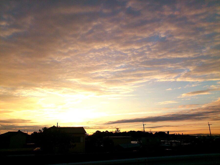 仕事帰りの朝陽と空
