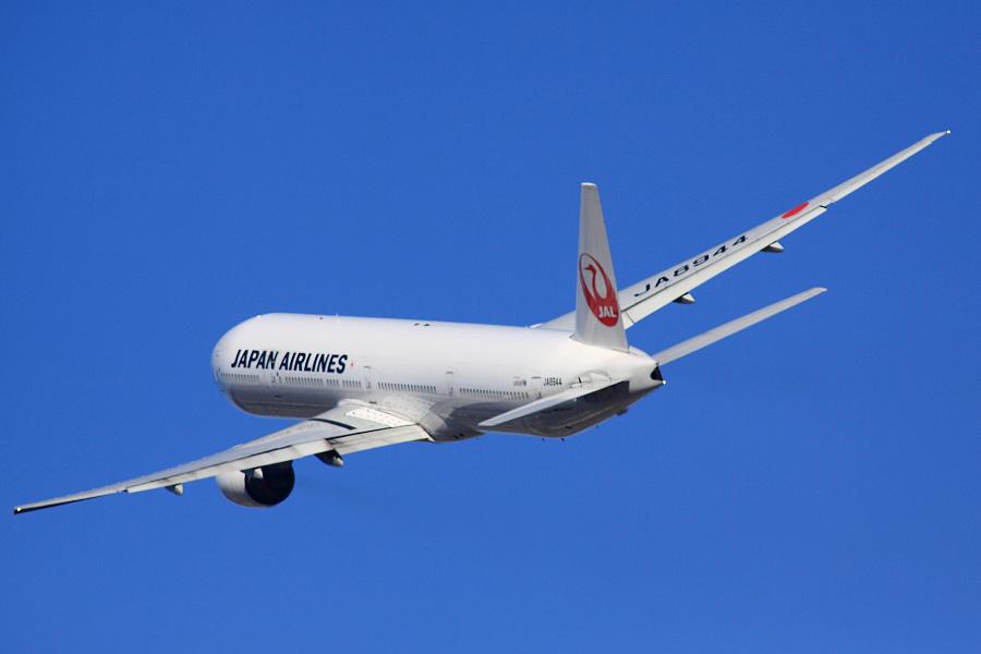 JAL B777-346 / JAL2081 (JA8944)@RWY14Rエンド・猪名川土手
