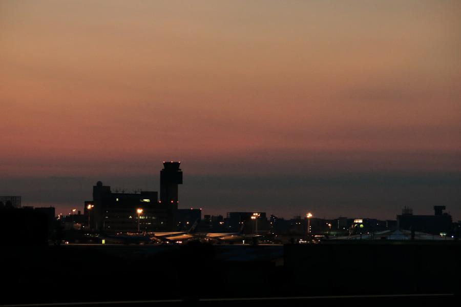 日の出前の伊丹空港ターミナル@リサイクルセンター界隈