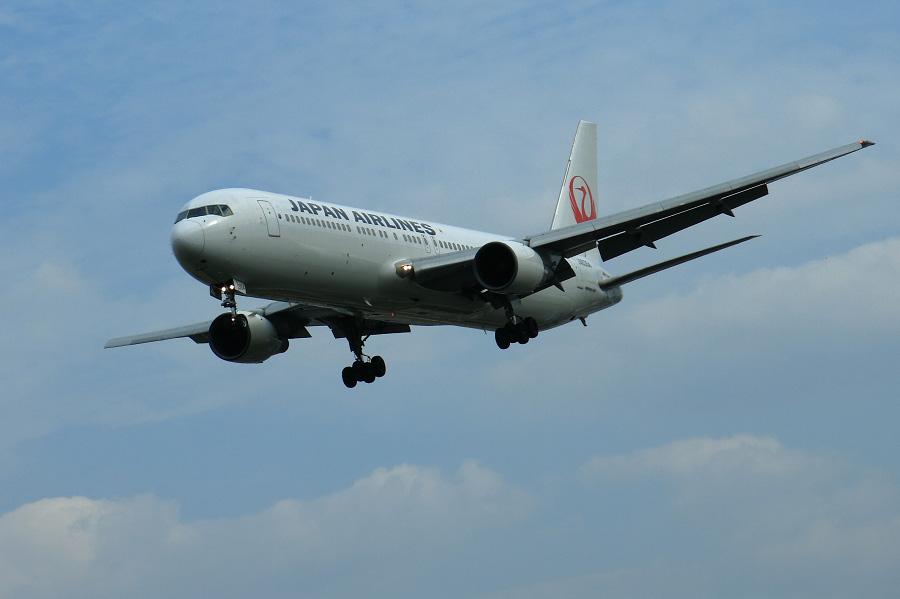 JAL B767-346 / JAL117 (JA8364)@RWY32Lエンド・千里川土手