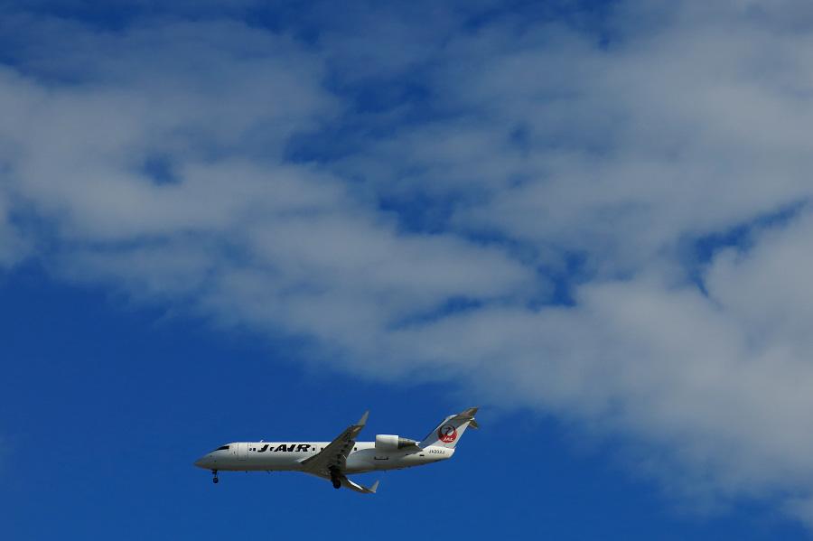 J-AIR CRJ-200ER / JAL2234 (JA202J)@RWY32Lエンド・千里川土手