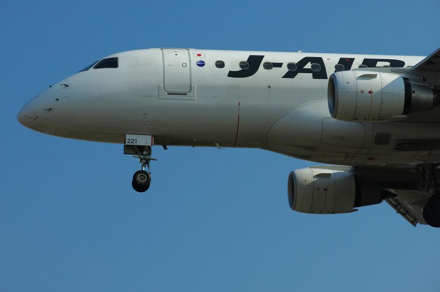 J-AIR Embraer170 / JAL2202 (JA221J)@RWY32Lエンド・千里川土手