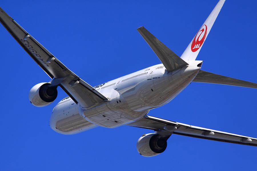 JAL B777-246 / JAL110 (JA8983)@RWY14Rエンド・猪名川土手