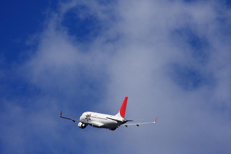 J-AIR Embraer170 JAL2435@RWY14Rエンド猪名川土手(by EOS 40D with EF100-400mm F4.5-5.6L IS USM)