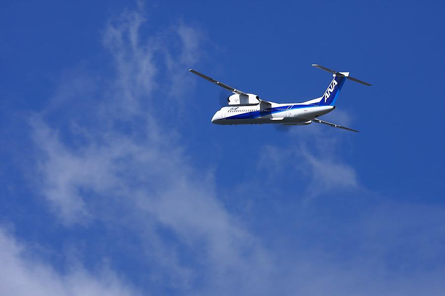 AKX DHC-8-402Q ANA1681@RWY14Rエンド猪名川土手(by EOS 40D with EF100-400mm F4.5-5.6L IS USM)