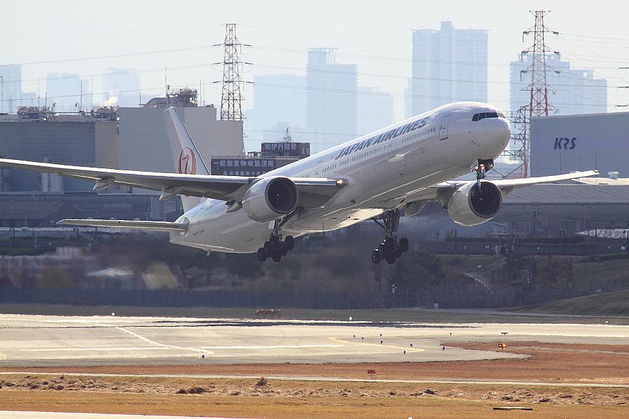 JAL B777-346 / JAL112 (JA8945)@下河原緑地展望デッキ