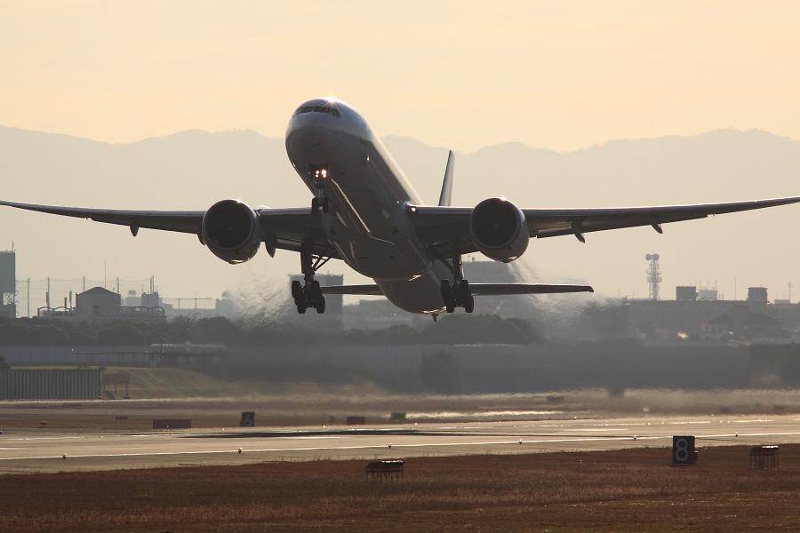 JAL B777-346ER / JAL3002 (JA736J)@RWY14Rエンド・猪名川土手