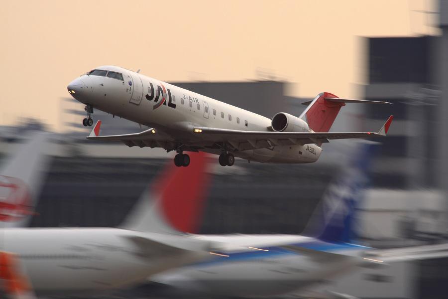 J-AIR CRJ-200ER / JAL2301 (JA205J)@RWY14Rエンド・猪名川土手
