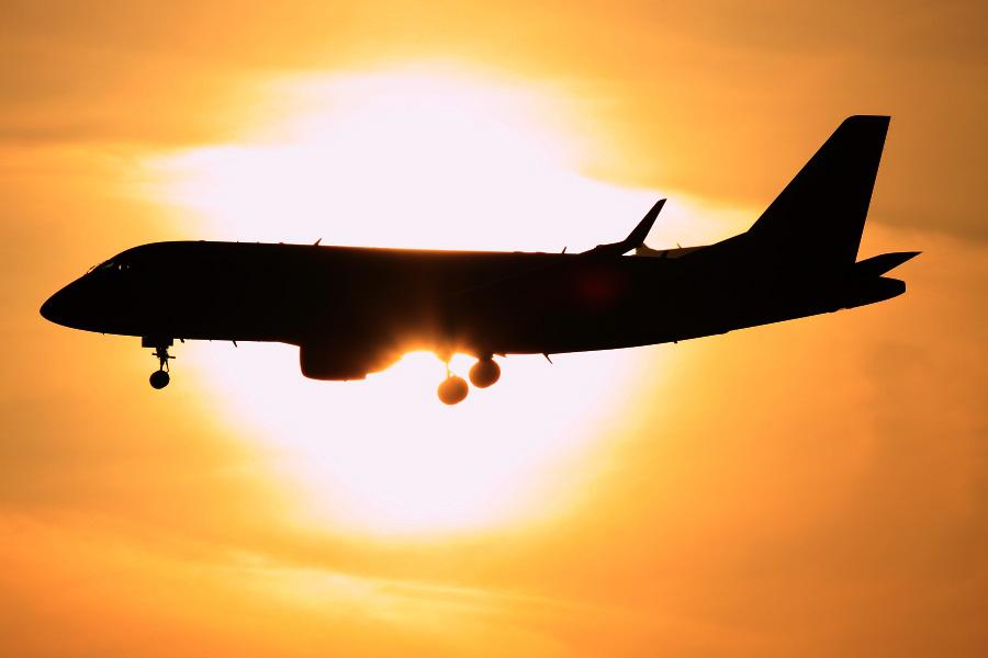 J-AIR Embraer170 / JAL2208 (JA222J)@エアフロントオアシス下河原沿道