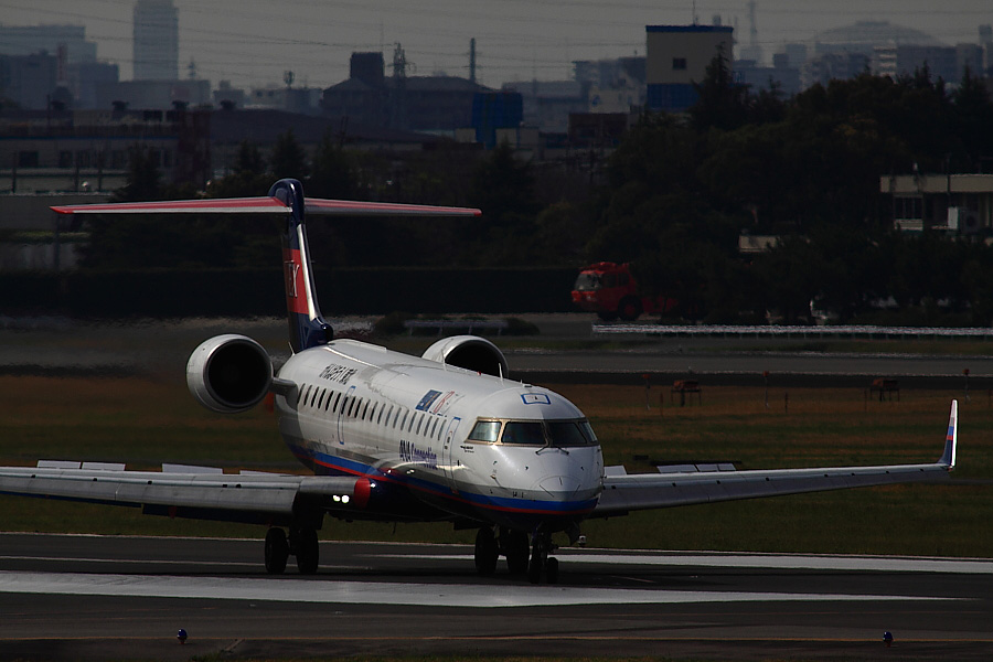 IBX CRJ-700 IBX50@下河原緑地展望デッキ(by EOS 50D with SIGMA APO 300mm F2.8 EX DG/HSM + APO TC2x EX DG)