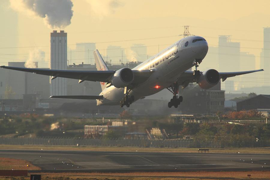 JAL B777-246 / JAL102 (JA771J)@下河原緑地展望デッキ
