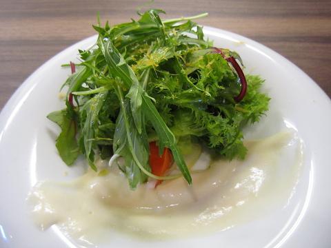 本日の旬の野菜サラダ