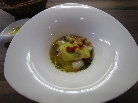 季節の豆を包んだラビオリ