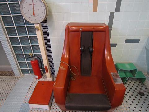 古体重計&マッサージチェア