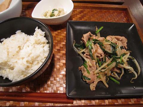 メインとご飯と小鉢