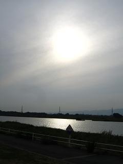 キラキラ川面