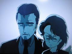 悲痛な顔のパパとママ