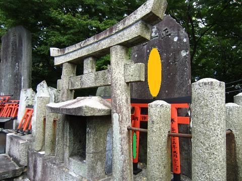 裏の神社の