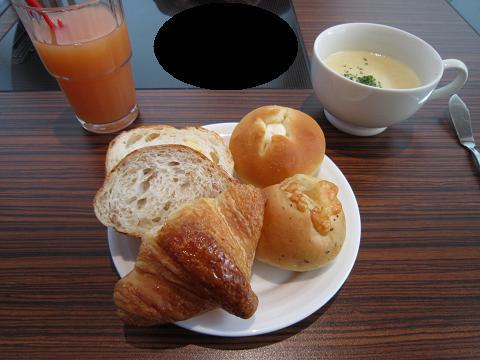 スープとジュースと1皿目