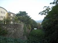 福江文化会館のリハーサル室の外はお堀