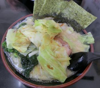 塩ラーメン・中盛(アブラ多め)、キャベツ、ほうれん草