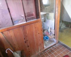 入り口左手の製麺室