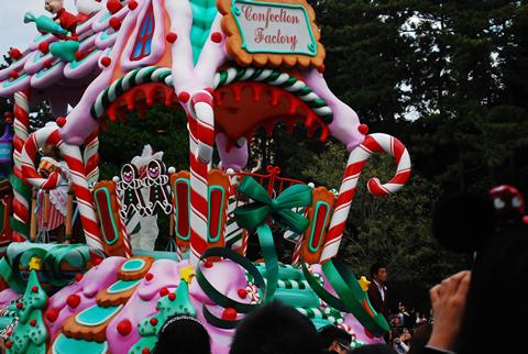 ディズニーランドのクリスマスパレード
