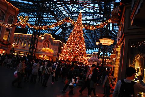 ディズニーランドのライトアップ・クリスマスツリー