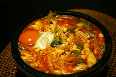 800px-Korean_stew-Sundubu_jjigae-05s.jpg