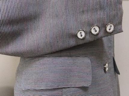 ジャケットの袖口とポケット