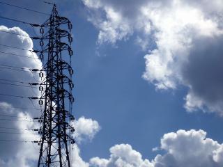 鉄塔と夏の雲