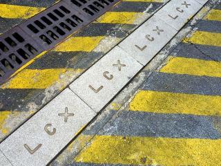 LCXが入っている側溝の蓋