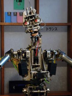 本多光太郎資料館の解説ロボット