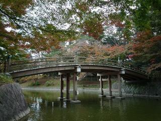 ひょうたん池の観月橋