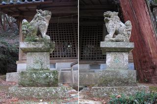 神明白山相殿社の狛犬