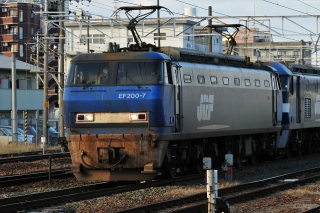 EF200 + EF510 桃太郎