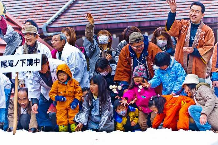 20120303urasahadakamaturi05 (1 - 1)