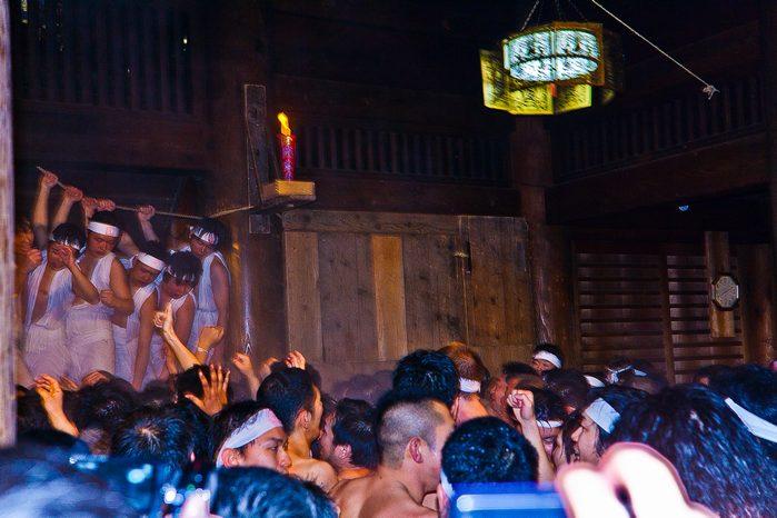 20120303urasahadakamaturi15 (1 - 1)