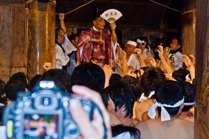 20120303urasahadakamaturi19 (1 - 1)