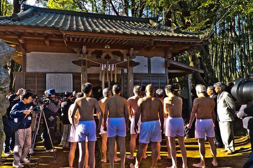 20120315uchikurodahadakamaturi02 (1 - 1)