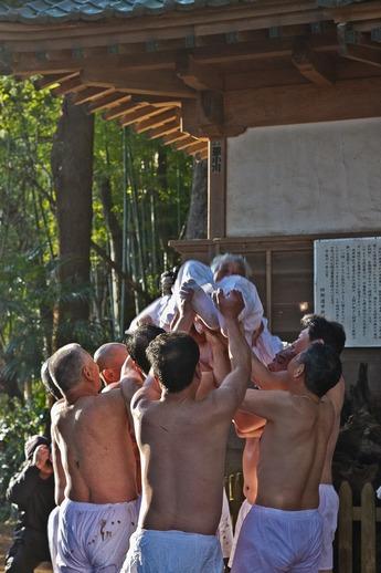 20120315uchikurodahadakamaturi10 (1 - 1)