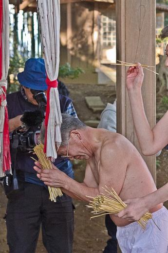 20120315uchikurodahadakamaturi07 (1 - 1)