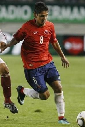 Chile-10-11-BROOKS-home-kit-red-navy-white.jpg