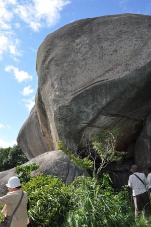 岩屋巨石2