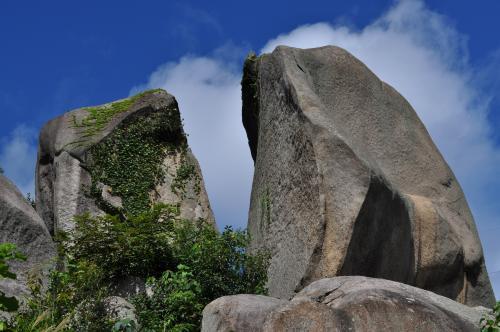 岩屋巨石1